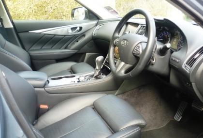 Infiniti Q50 Hybrid cockpit