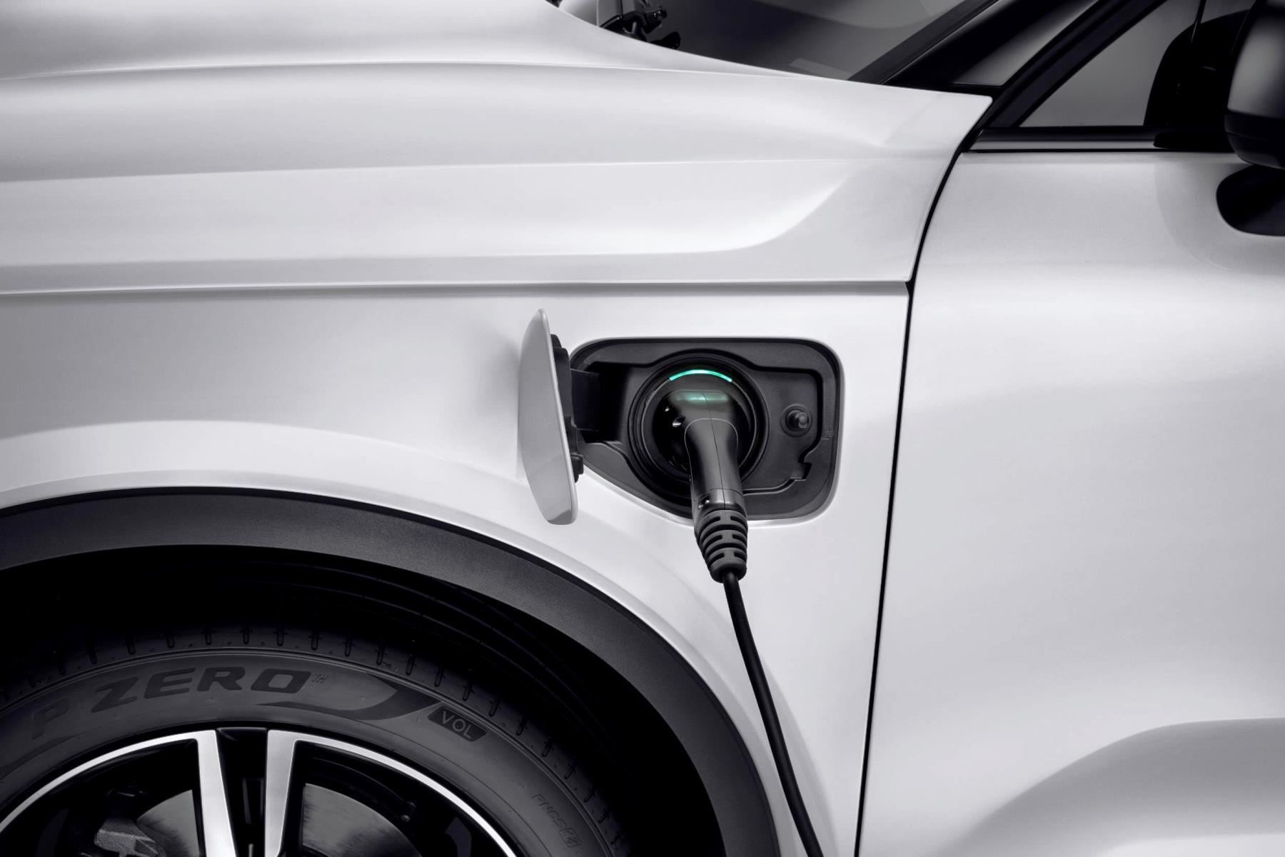 Volvo_XC40_T5_plug-in_hybrid