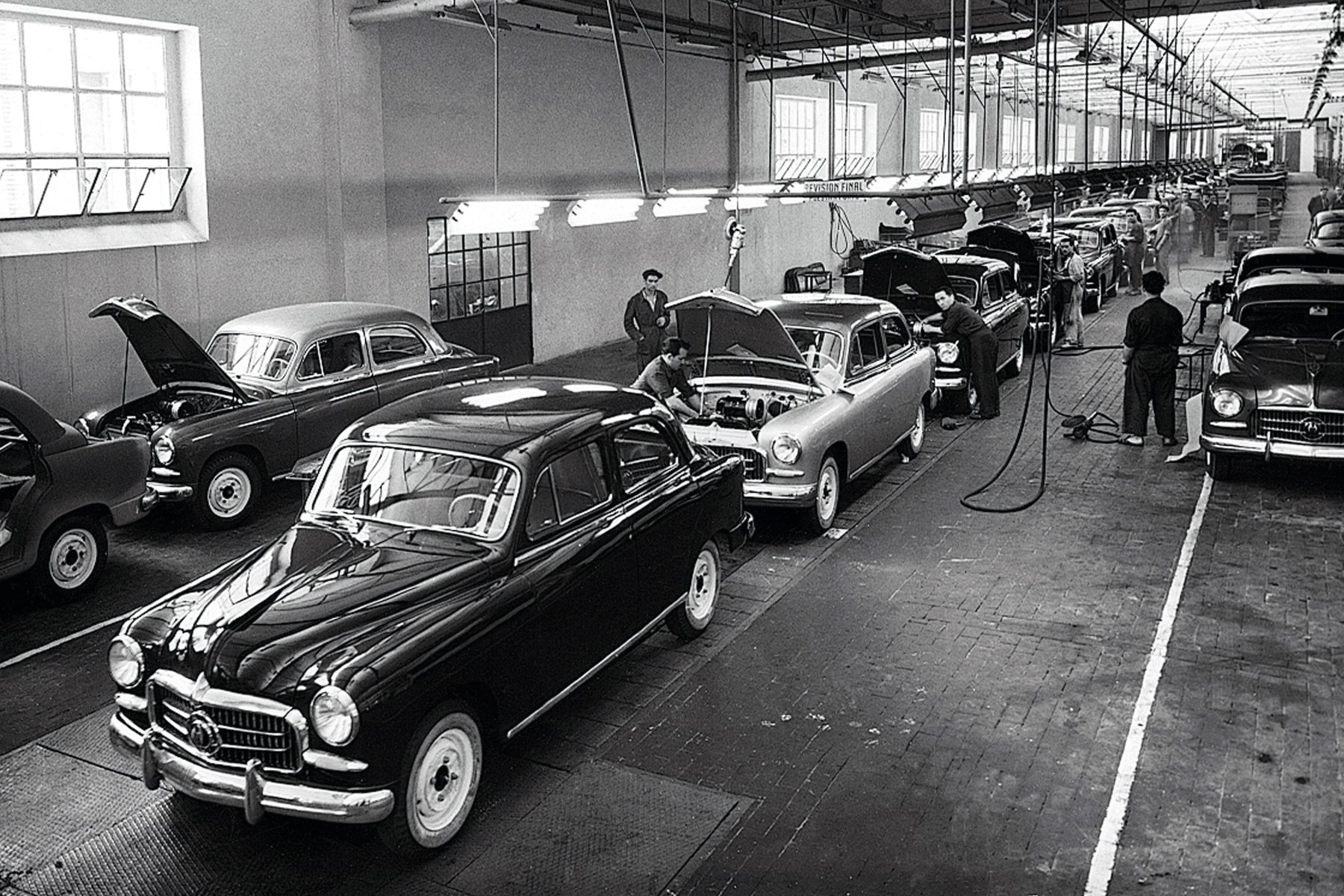 SEAT celebrates 60th anniversary of its first car, the 1400