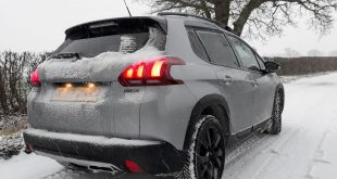 Peugeot-208-driving-n-the-snow