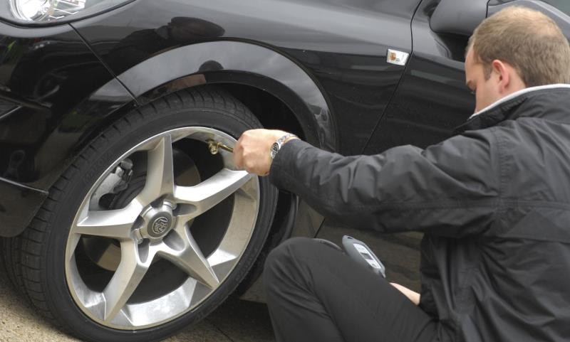 checking tyre pressure